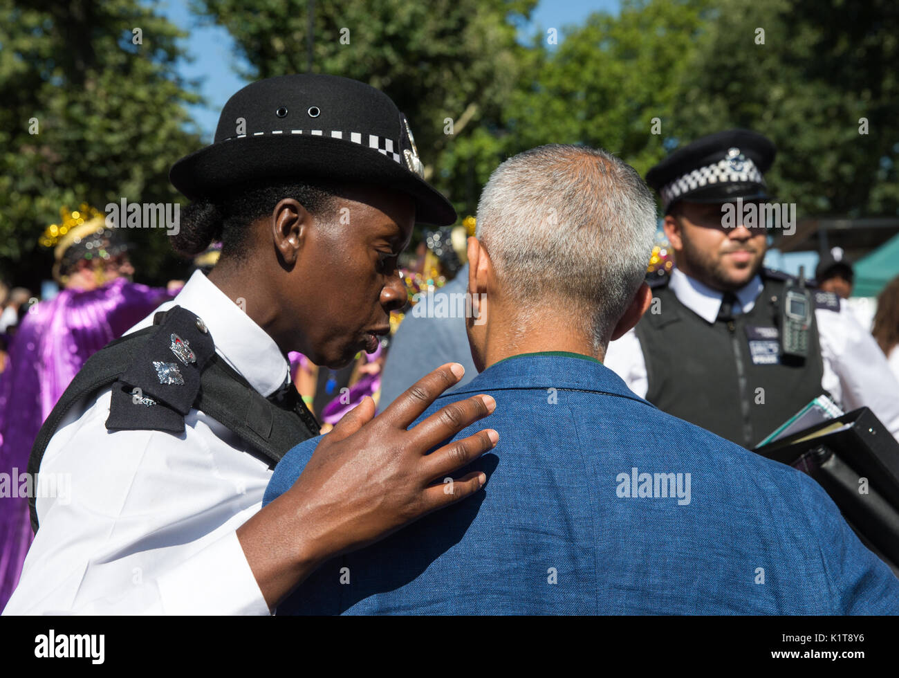 A policewoman has a word with Mayor of London, Sadiq Khan, at the Notting Hill carnival 2017.He spoke about the Grenfell fire tragedy - Stock Image