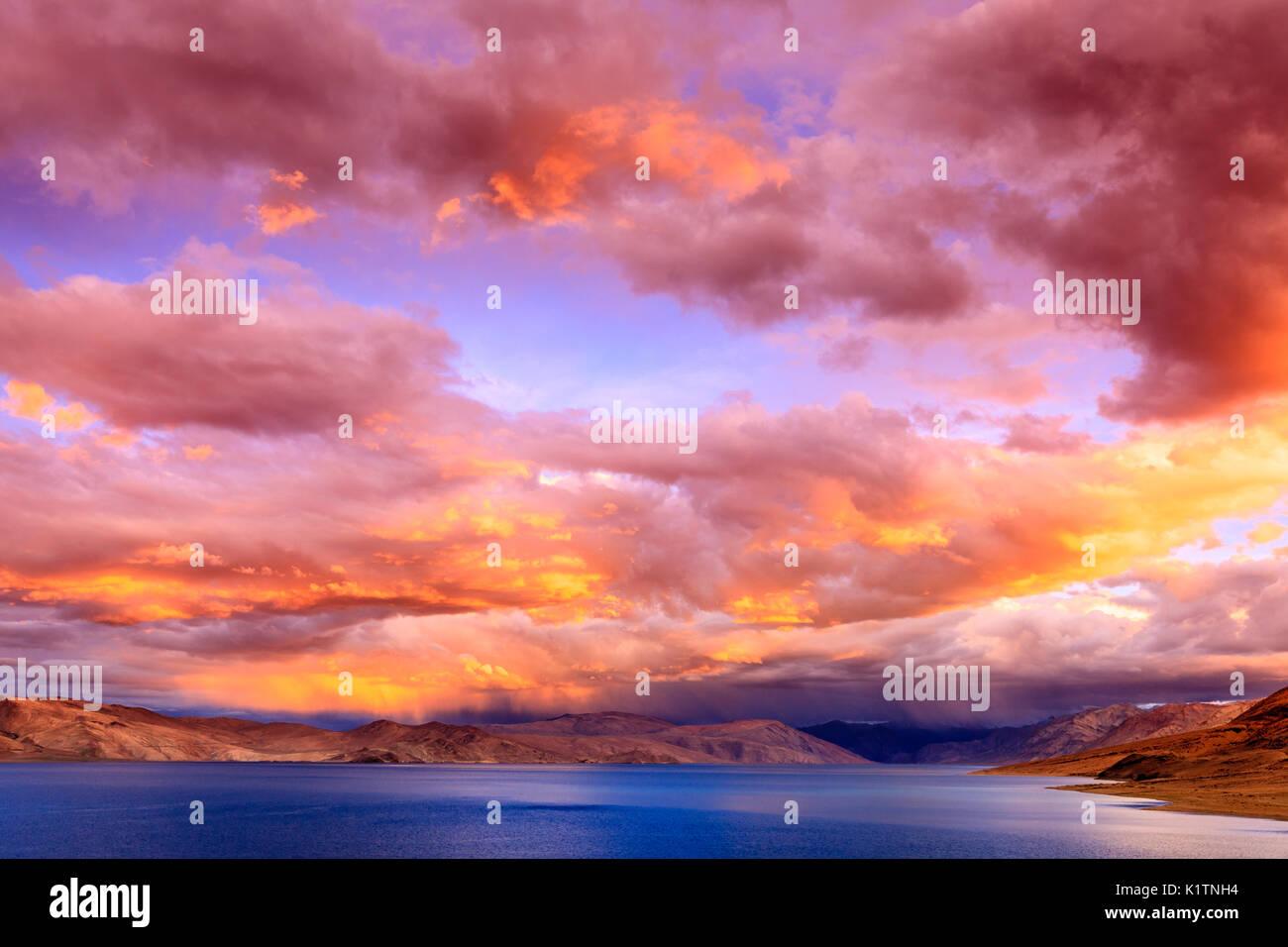 Sunset on lake Tso Moriri in the Himalayas, Kashmir, India - Stock Image