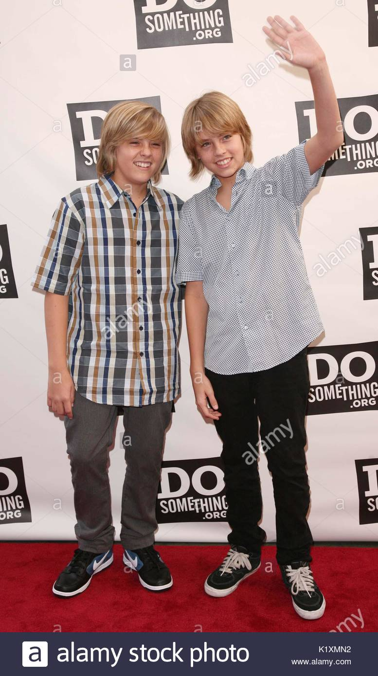 https://c8.alamy.com/comp/K1XMN2/cole-sprouse-and-dylan-sprouse-cole-sprouse-and-dylan-sprouse-at-the-K1XMN2.jpg