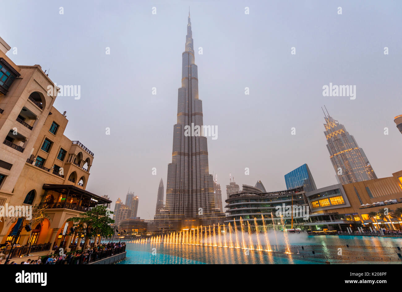 Burj Khalifa, artificial lake with lighted fountain, blue hour, Dubai, Emirate Dubai, United Arab Emirates - Stock Image