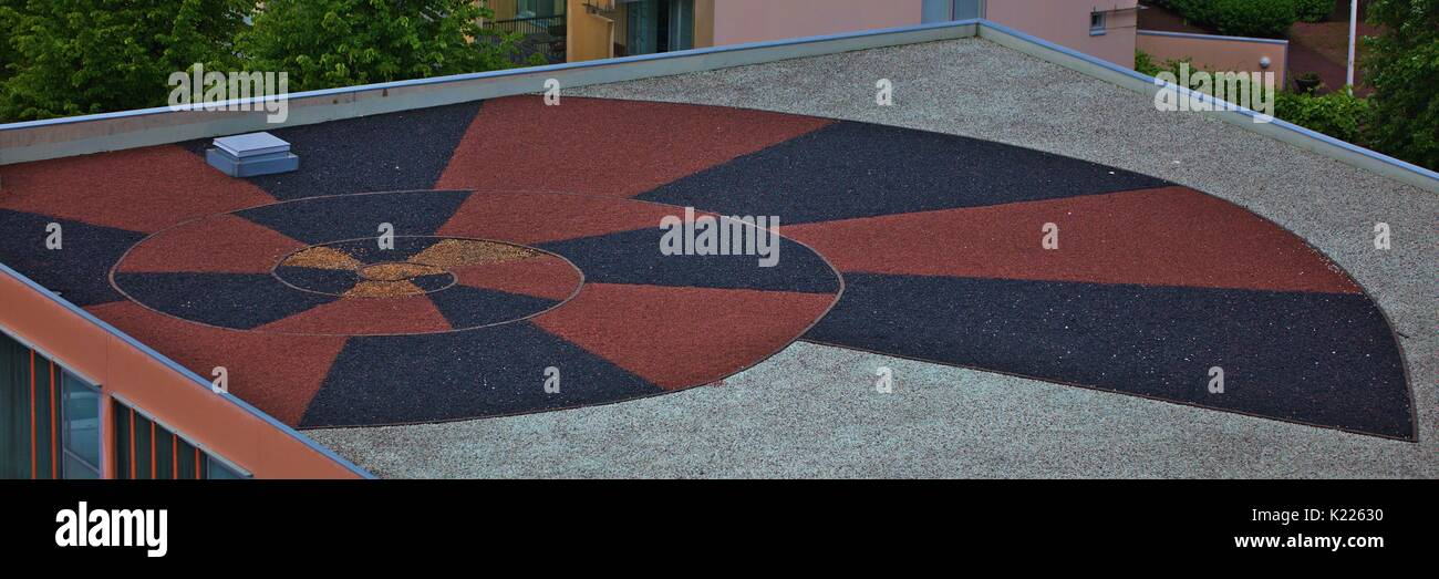 red black alternating spiral on flat roof - Stock Image