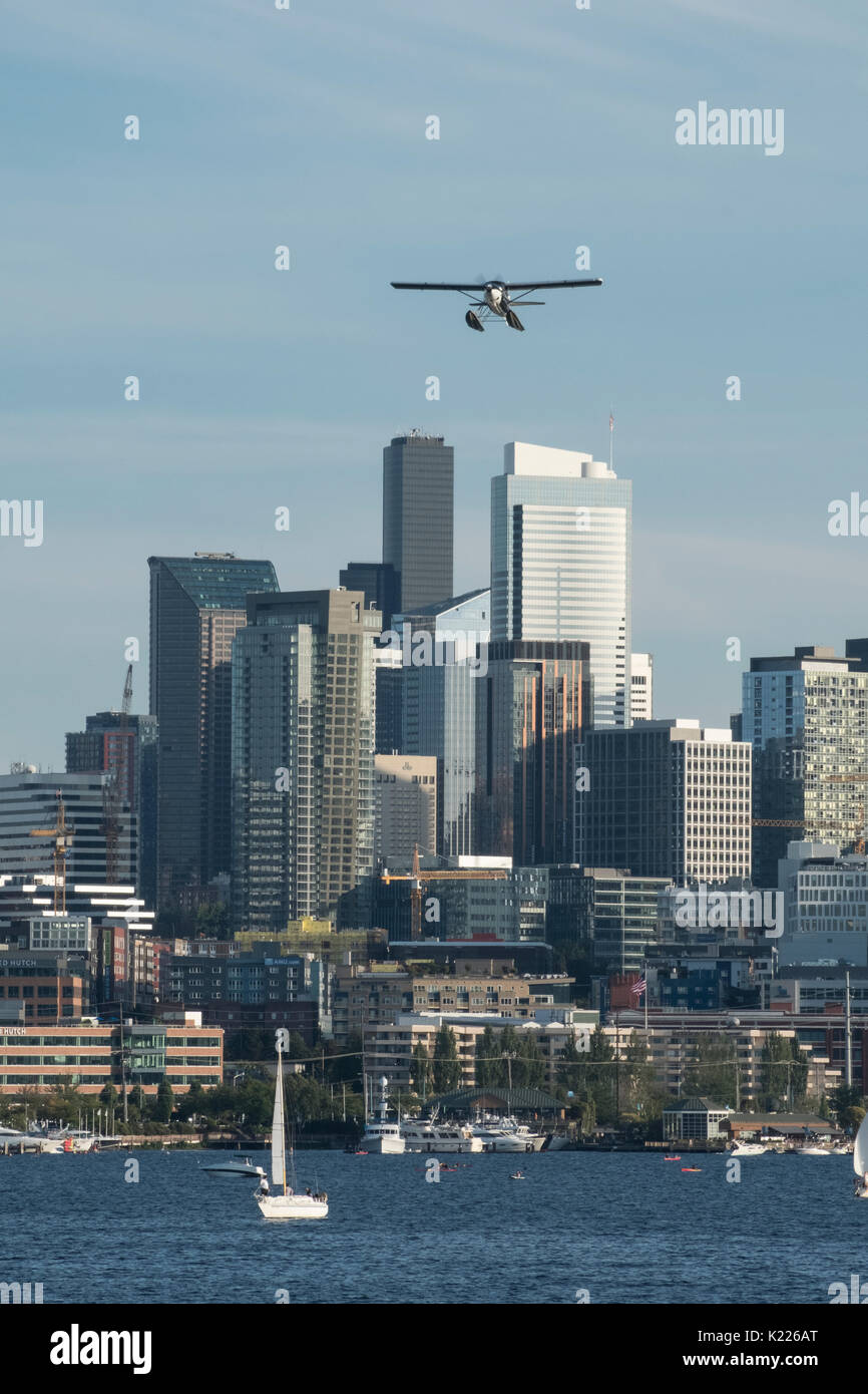 Float plane taking off from Lake Union, Seattle, Washington, USA - Stock Image