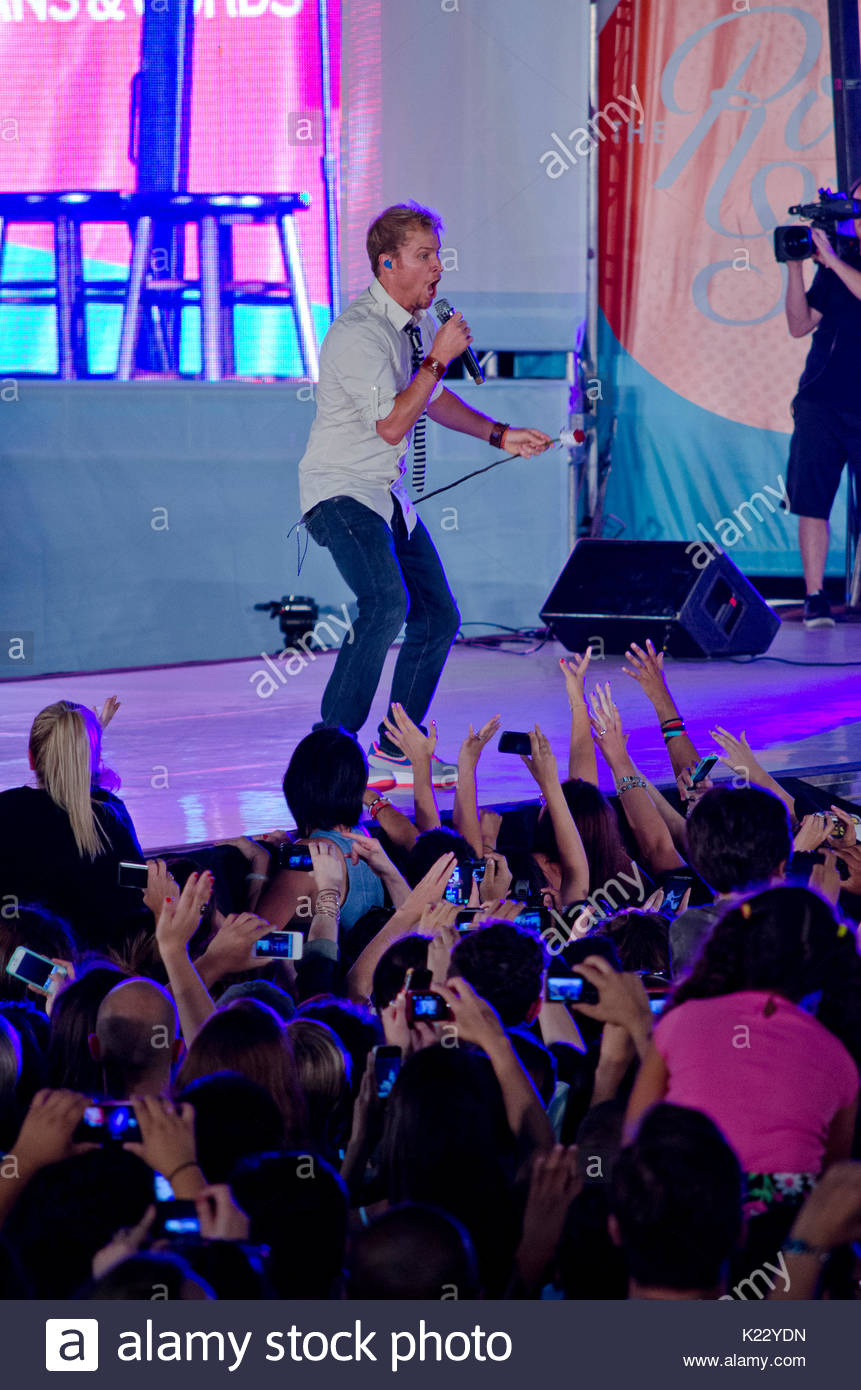 Nick Carter The Backstreet Boys Close Out The Old Navy Fashion Show