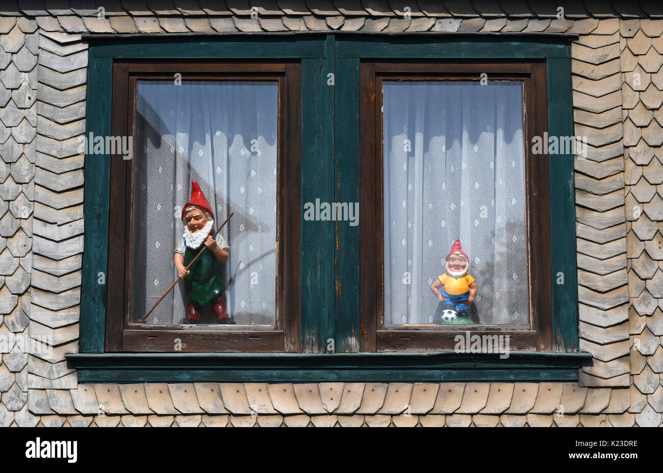 Graefenroda, Germany. 25th Aug, 2017. Garden gnomes stand in a window at the garden gnome manufactory in Graefenroda, Germany, 25 August 2017. More than 500 different figures between four and 60 centimeters are manufactured here. Since 1874, the Griebel family has been producing the burnt clay figures and is now the only company in Germany. Most clients outside of Germany are from France, Austria, Italy, the Netherlands and Switzerland. Photo: Jens Kalaene/dpa-Zentralbild/dpa/Alamy Live News - Stock Image