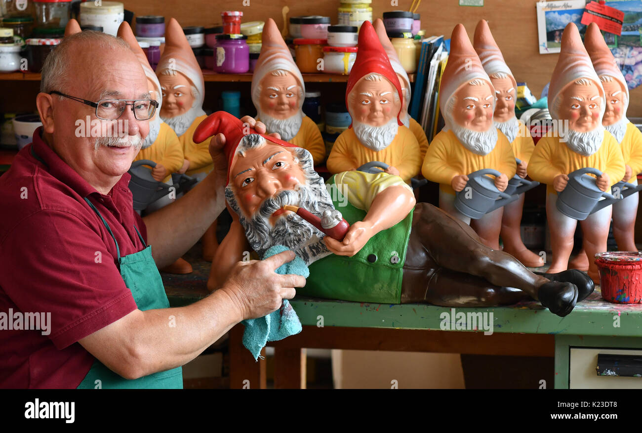 Graefenroda, Germany. 25th Aug, 2017. CEO Reinhard Griebel paints gnomes at the garden gnome manufactory in Graefenroda, Germany, 25 August 2017. More than 500 different figures between four and 60 centimeters are manufactured here. Since 1874, the Griebel family has been producing the burnt clay figures and is now the only company in Germany. Most clients outside of Germany are from France, Austria, Italy, the Netherlands and Switzerland. Photo: Jens Kalaene/dpa-Zentralbild/dpa/Alamy Live News - Stock Image