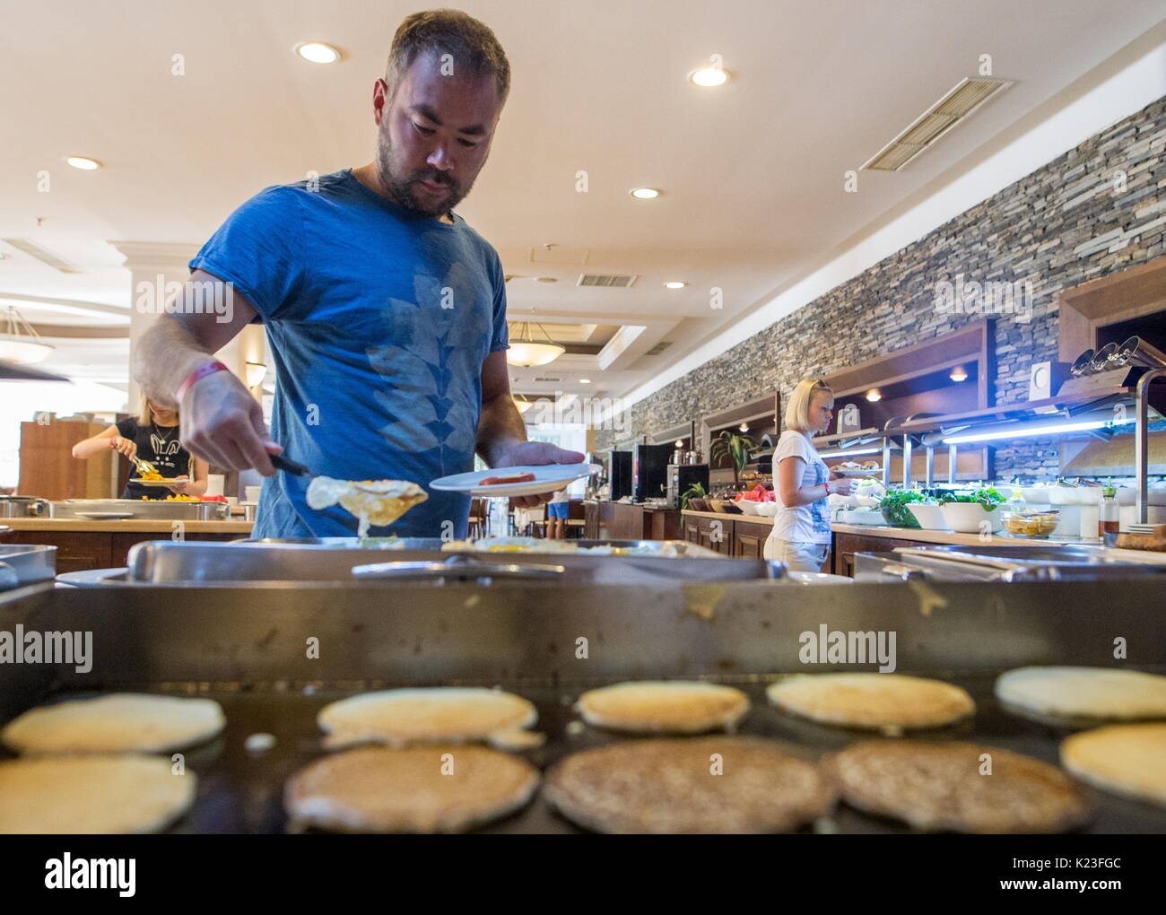 Kemer, Turkey. 26th Aug, 2017. A tourist in a buffet at the Meder Resort Hotel. Credit: Sergei Bobylev/TASS/Alamy Live News - Stock Image
