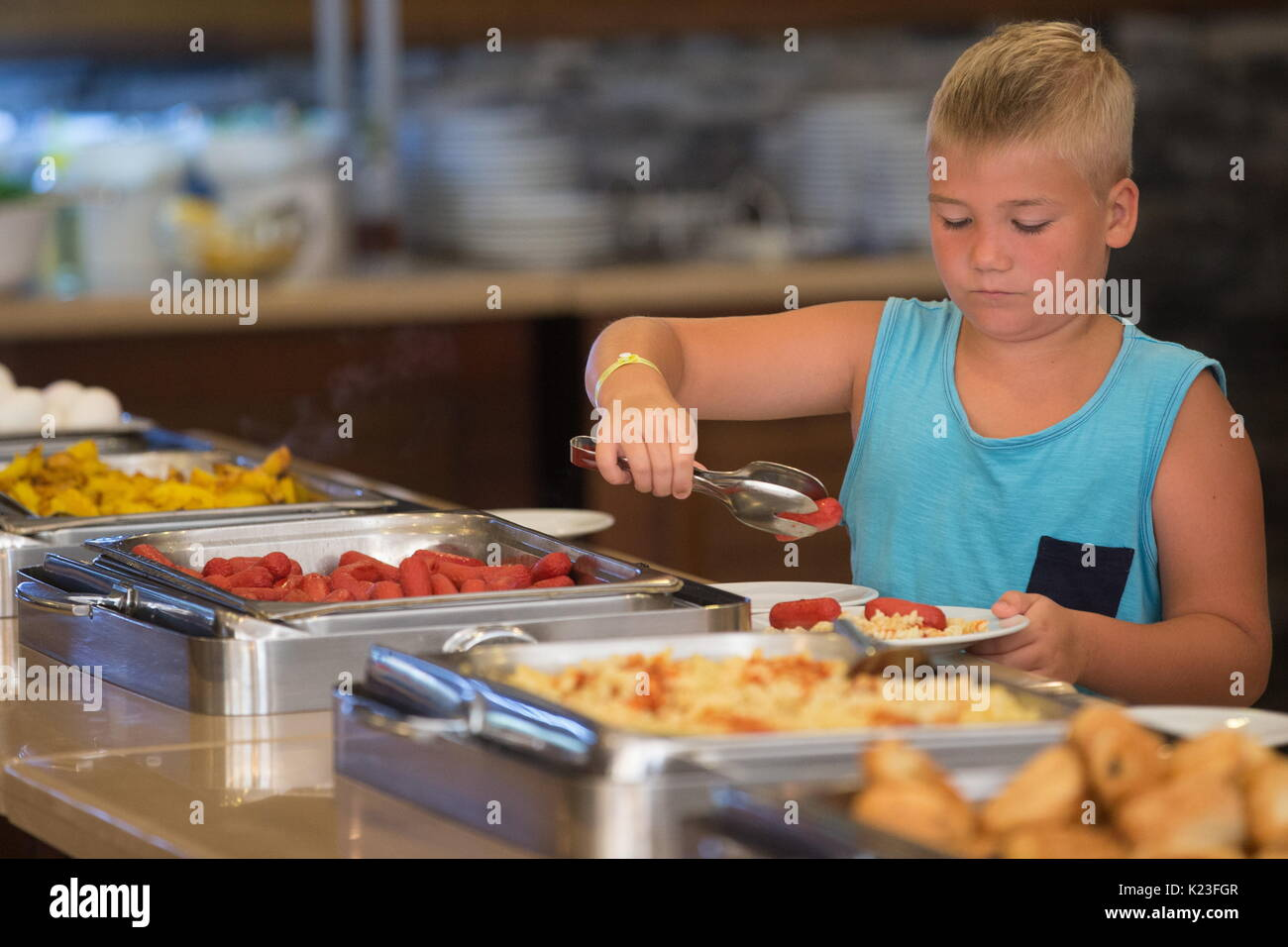Kemer, Turkey. 26th Aug, 2017. A child in a buffet at the Meder Resort Hotel. Credit: Sergei Bobylev/TASS/Alamy Live News - Stock Image
