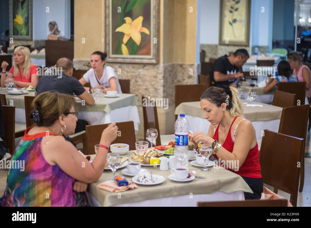 Kemer, Turkey. 26th Aug, 2017. Tourists in a buffet at the Meder Resort Hotel. Credit: Sergei Bobylev/TASS/Alamy Live News - Stock Image