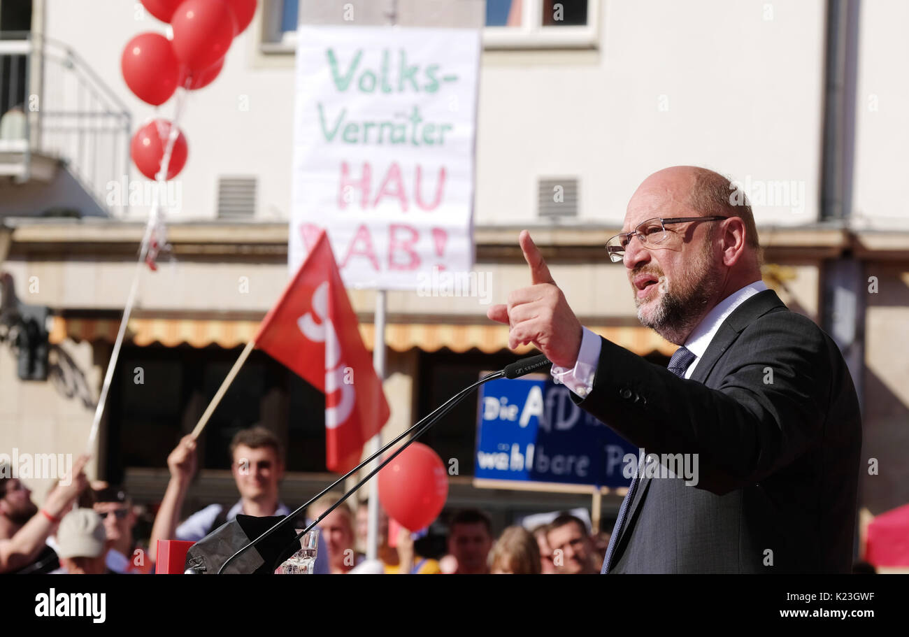 Magdeburg, Germany. 28th Aug, 2017. Germany's Social Democratic Party's (SPD) top candidate Martin Schulz speaks Stock Photo