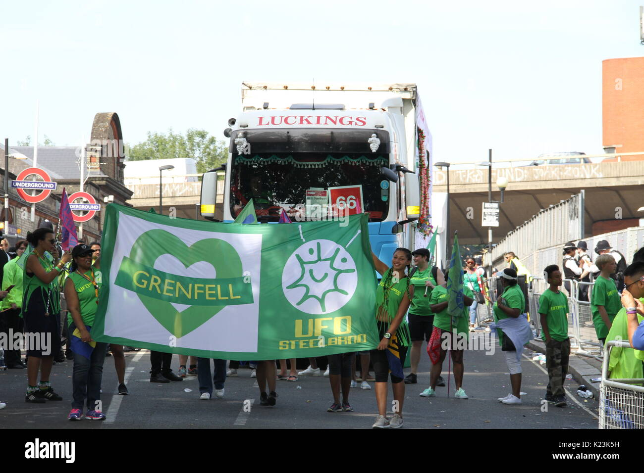 London, UK. 28th August, 2017. James bond actor Colin Salmon performs with UFO steel band in notting hill carnival 2017 in tribute to Grenfell Tower victims Credit: Daniel Samray/Alamy Live News - Stock Image