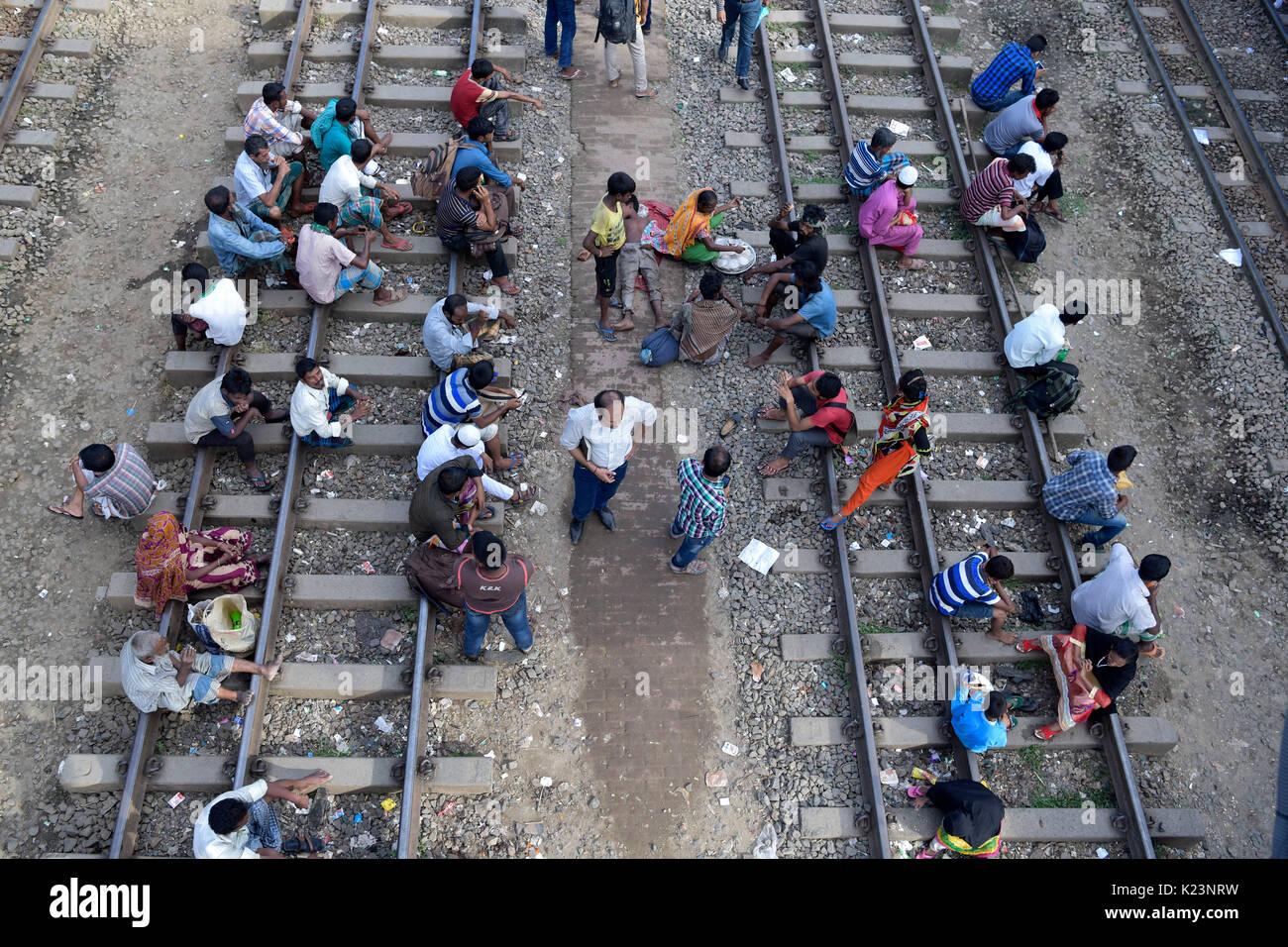 Dhaka, Bangladesh. 29th Aug, 2017. Bangladeshi homebound people wait for train as they head to their hometowns ahead of the Muslim holiday of Eid al-Adha, in Dhaka, Bangladesh. Credit: SK Hasan Ali/Alamy Live News - Stock Image