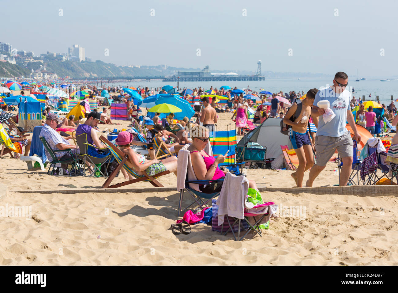 Bournemouth, Dorset, UK. 28th August, 2017. UK weather: lovely warm sunny day at Bournemouth, as crowds flock to the seaside as temperatures soar. Alum Chine beach, Bournemouth looking towards Bournemouth and the Pier. Credit: Carolyn Jenkins/Alamy Live News - Stock Image
