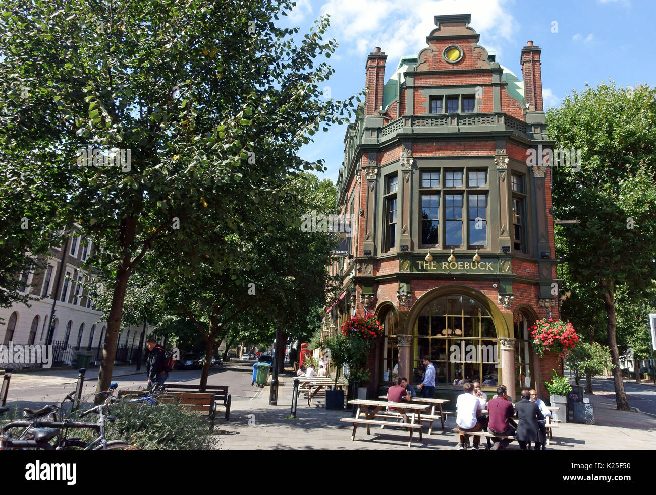 The Roebuck public house in Great Dover Street, London SE1 - Stock Image