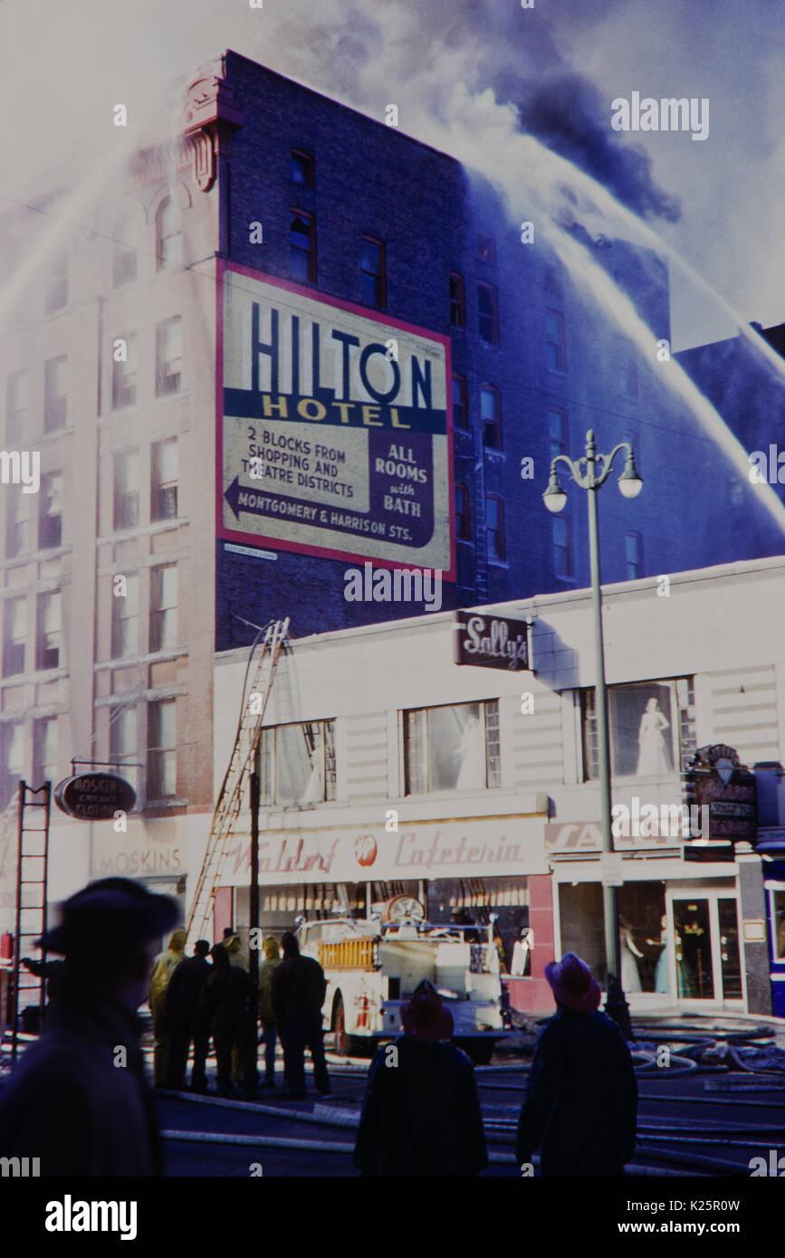 1950s New York City, Syracuse fire near the Waldorf Hilton. - Stock Image