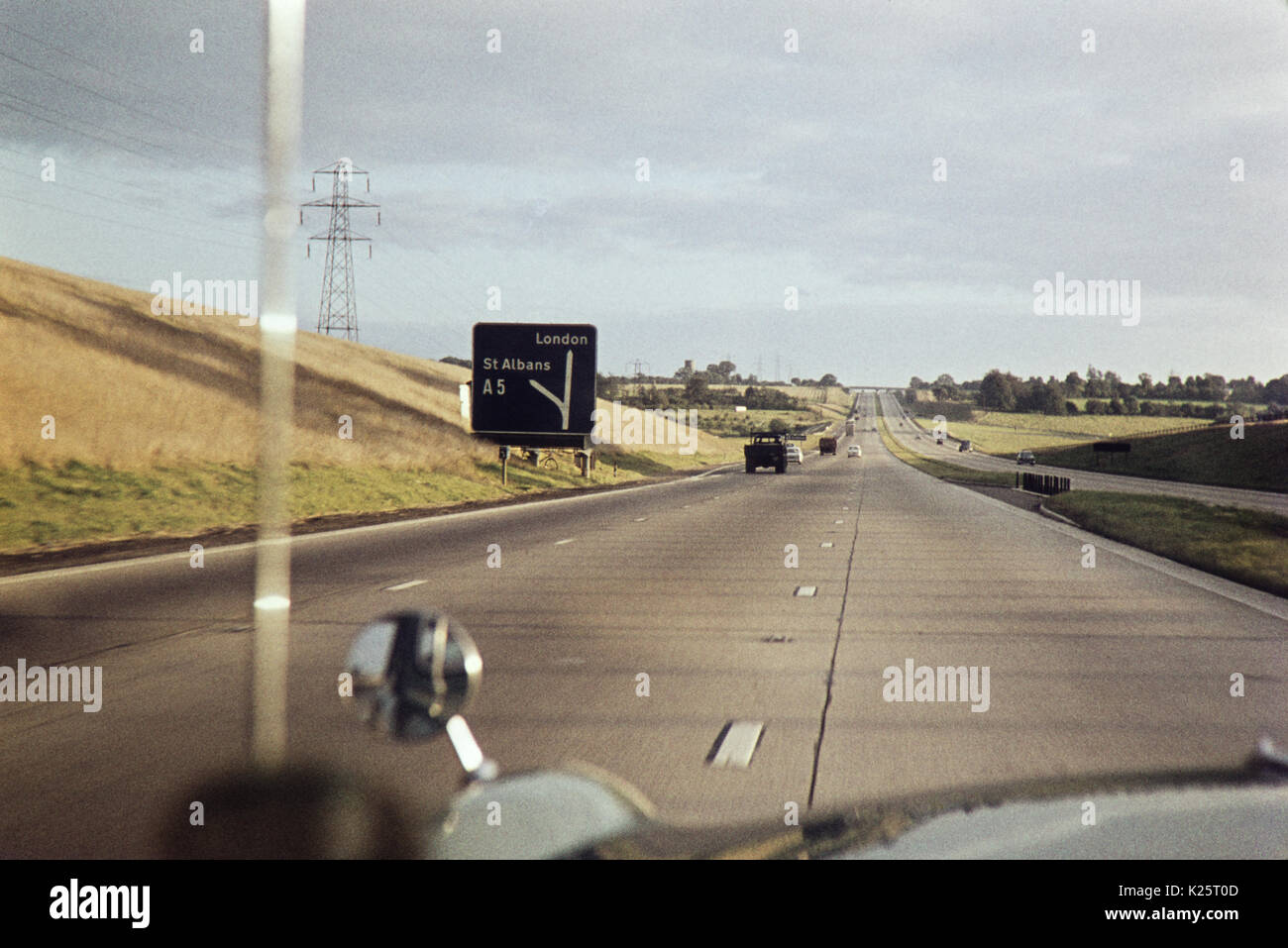 Junction 9 of the M1 southbound, leading to A5 leading to St Albans, Hertfordshire. Circa Early 1960s - Stock Image