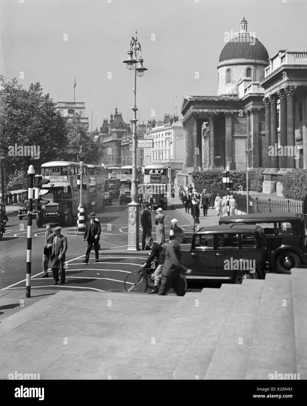 AJAXNETPHOTO. 1935. LONDON, ENGLAND. - TRAFALGAR SQUARE TRAFFIC COMNG FROM PALL MALL. TAKEN FROM STEPS OF ST.MARTIN'S CHURCH.PHOTO:T.J.SPOONER COLL/AJAX VINTAGE PICTURE LIBRARY REF; TJS1935_01 - Stock Image