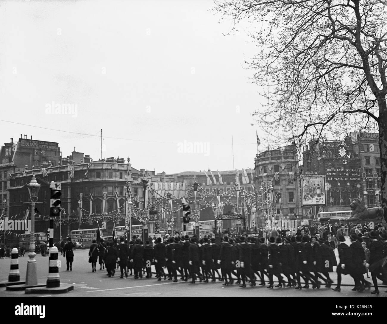 AJAXNETPHOTO. 1935. LONDON, ENGLAND. - TRAFALGAR SQUARE PROCESSION DURING JUBILEE CELEBRATIONS.PHOTO:T.J.SPOONER COLL/AJAX VINTAGE PICTURE LIBRARY REF; ()AVL_GBR_LONDON_TJS1935_02 - Stock Image