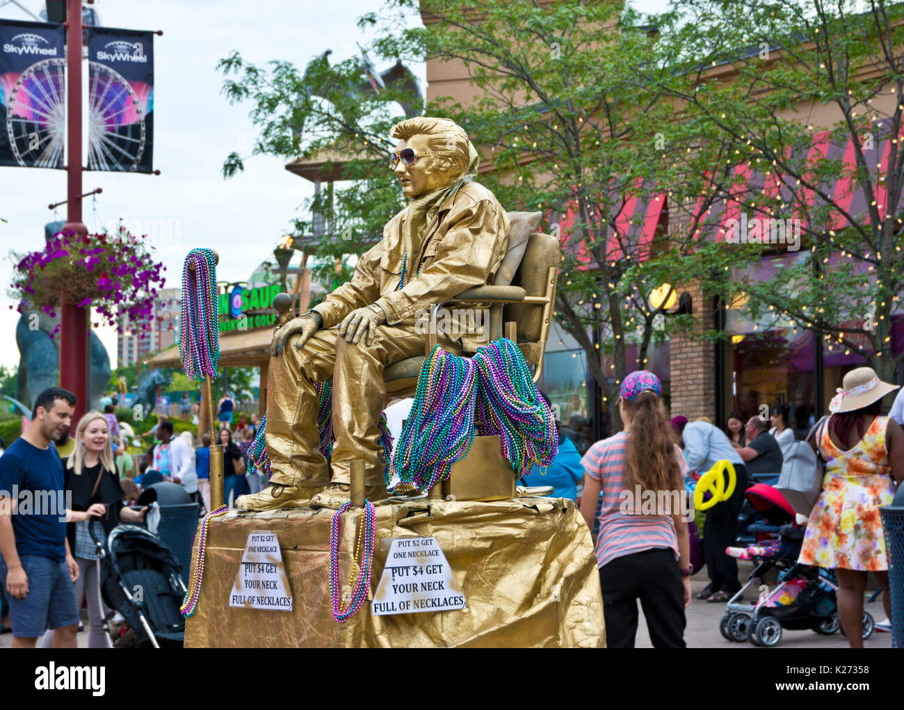 'Gold Elvis' on Clifton Hill in Niagara Falls, Ontario, Canada. - Stock Image