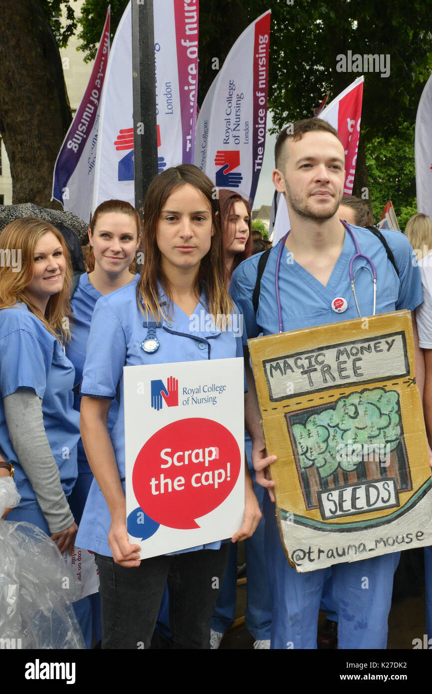 Nurses rally outside Downing Street, calling on the government to scrap the 1% pay cap  Featuring: nurses Where: - Stock Image