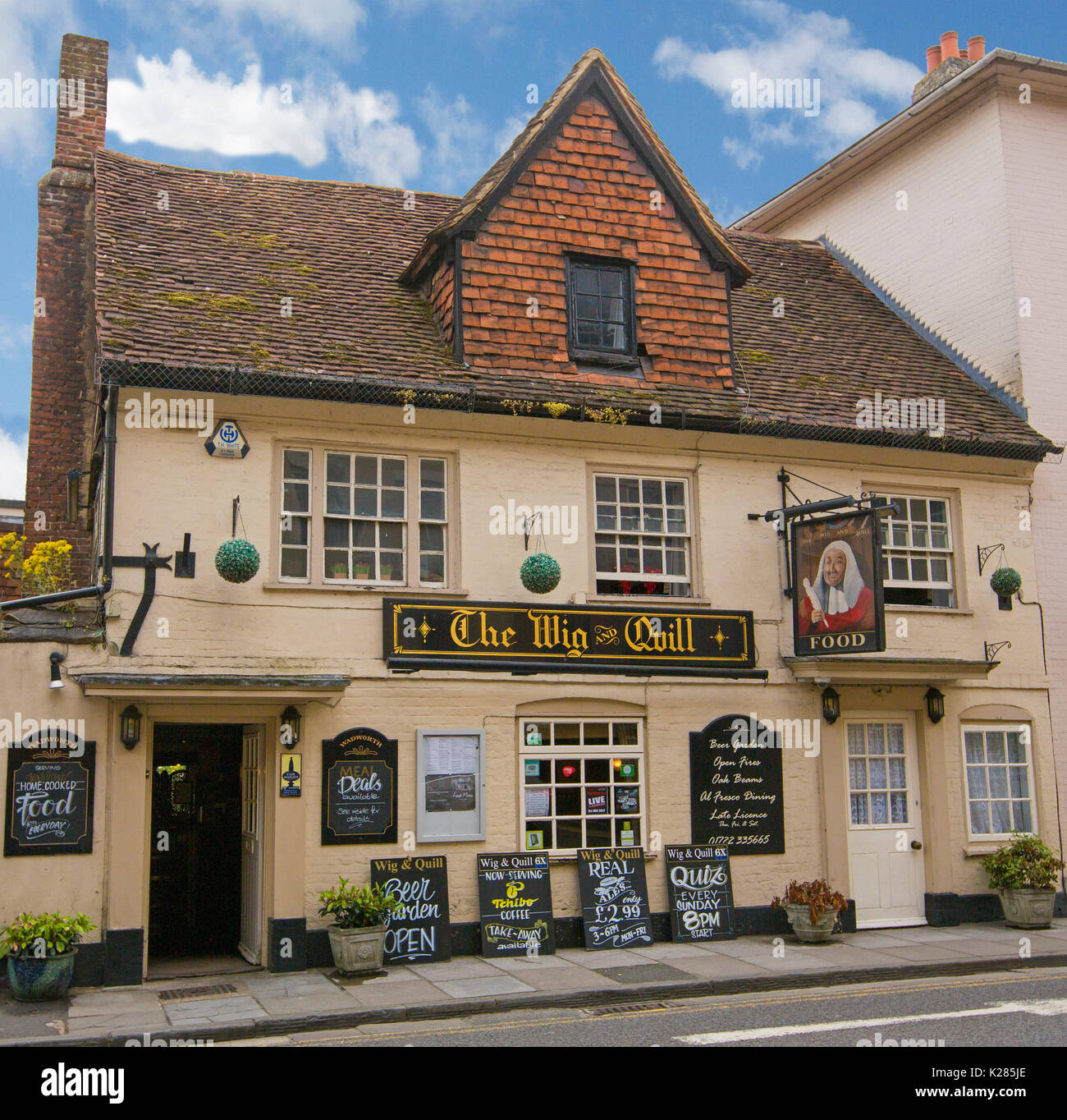 The Wig and Quill, an historic 14th century pub under blue sky in Salisbury, Wiltshire, England - Stock Image