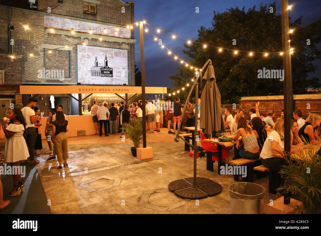 Roof Top Cafe Stock Photos & Roof Top Cafe Stock Images - Alamy