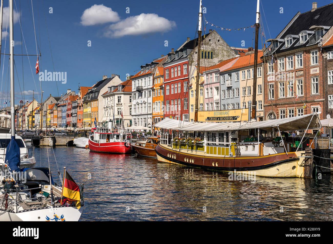 Nyhaven inner harbour in Copenhagen - Stock Image