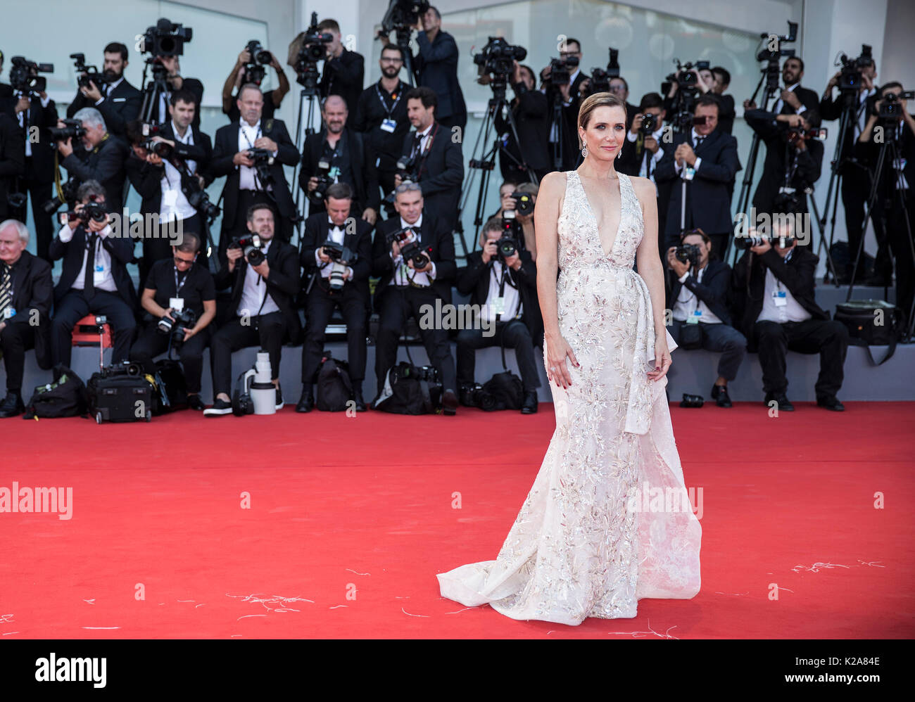 Venice, Italy. 30th Aug, 2017. Actress Kristen Wiig arrives on the red carpet of the premiere of the film 'Downsizing' which opens the 74th edition of the Venice Film Festival in Venice, Italy, on Aug. 30, 2017. The 74th edition of the Venice Film Festival lasts from Aug. 30 to Sept. 9. Credit: Jin Yu/Xinhua/Alamy Live News - Stock Image