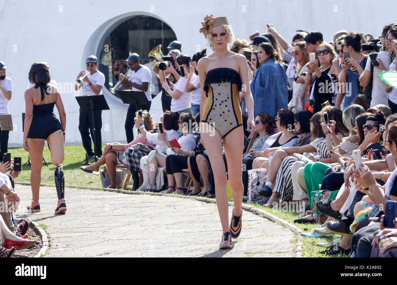 SAO PAULO, BRAZIL – AUGUST 30: A model walks at Ronaldo Fraga runway at SPFW N44 Winter 2018 on August 30, 2017 in Sao Paulo, Brazil. (Foto: Fabricio Bomjardim/Brazil Photo Press/Getty Images) Credit: Brazil Photo Press/Alamy Live News - Stock Image