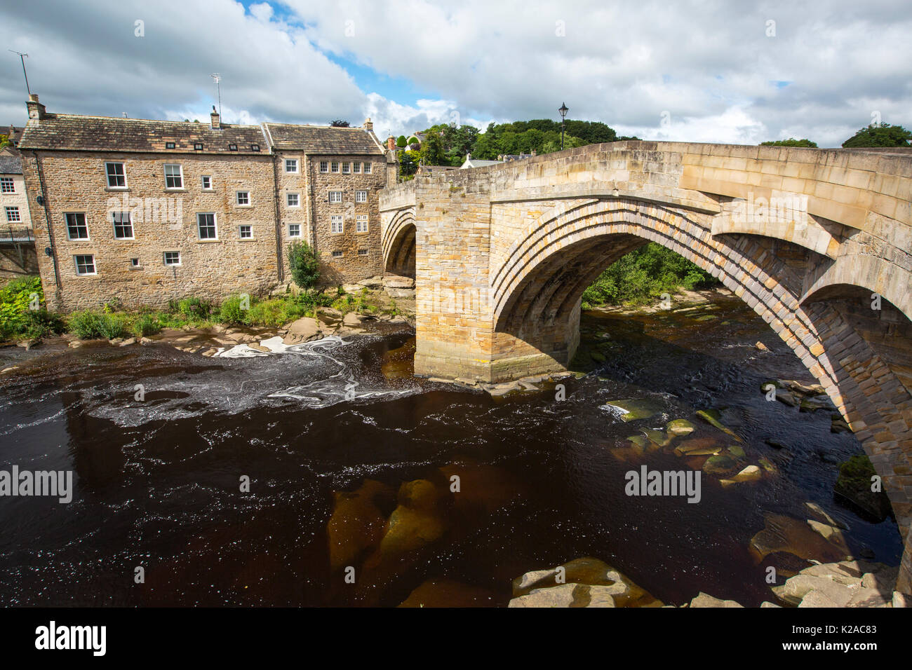 Old housing and the County Bridge crossing the River Tees in Barnard Castle, County durham, UK. - Stock Image