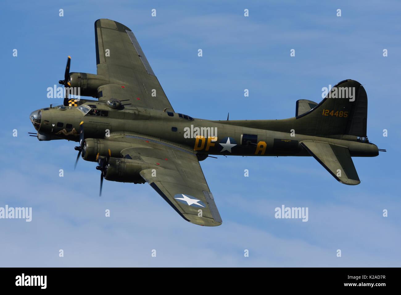 boeing b 17 flying fortress sally b second world war bomber plane