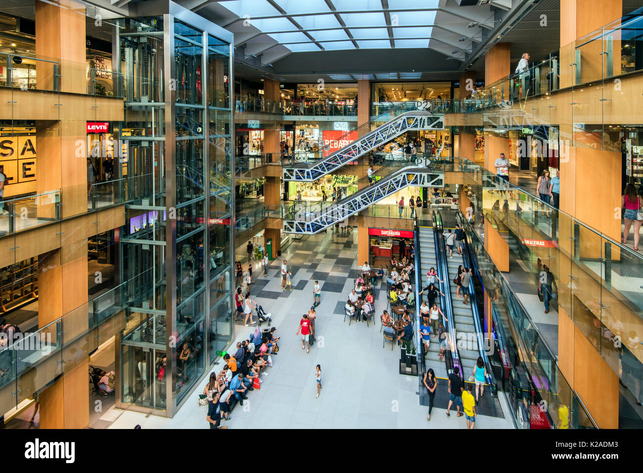 Andorra shopping centre pyrenees stock photos andorra shopping centre pyrenees stock images - Centro comercial illa diagonal ...