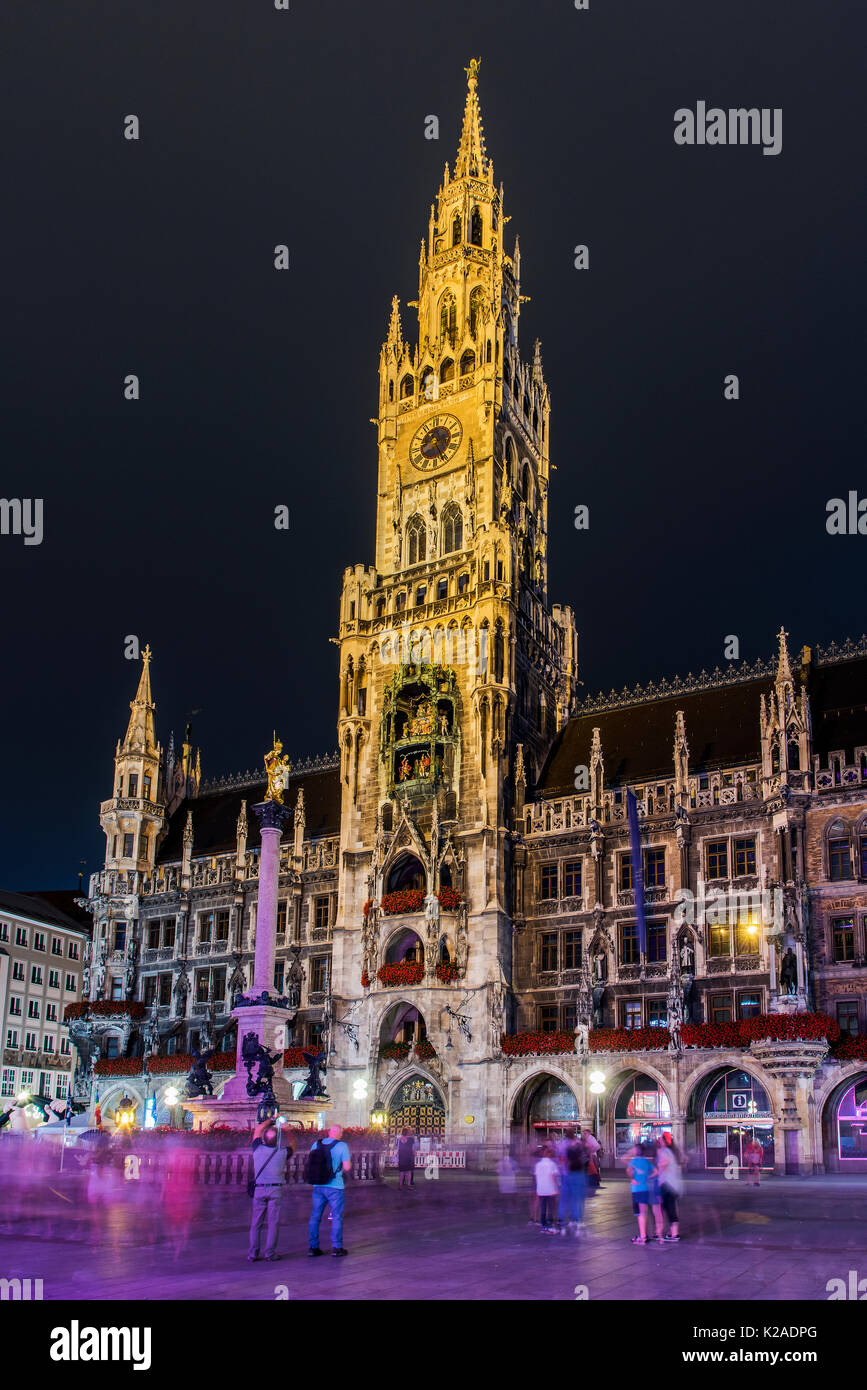 Night view of the new city hall or Neues Rathaus, Marienplatz, Munich, Bavaria, Germany - Stock Image