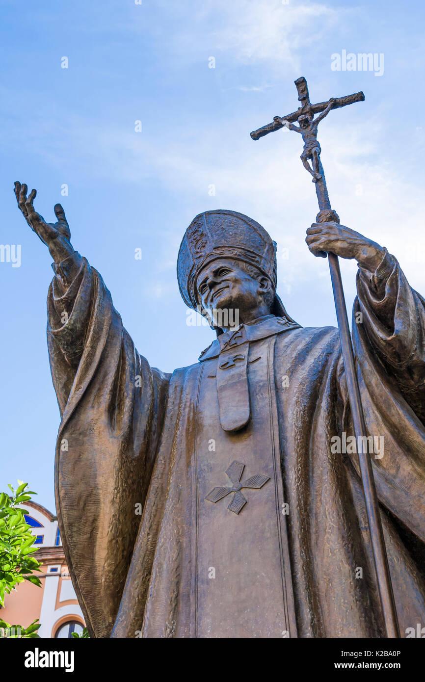 Plaza Virgen de los Reyes, Seville, Spain.  Statue of Pope Saint John Paul II, 1920 – 2005. Pope from 1978 to 2005. - Stock Image