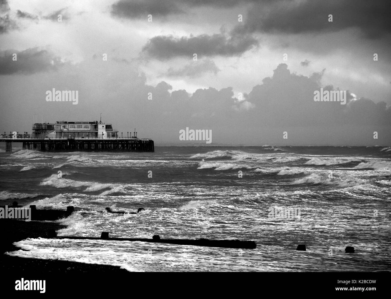 AJAXNETPHOTO. WORTHING, ENGLAND. - STORMY SEAS ON THE SOUTH COAST AFTER AUTUMNAL GALES. PHOTO;JONATHAN EASTLAND/AJAX REF:P78_132810_118_1 - Stock Image