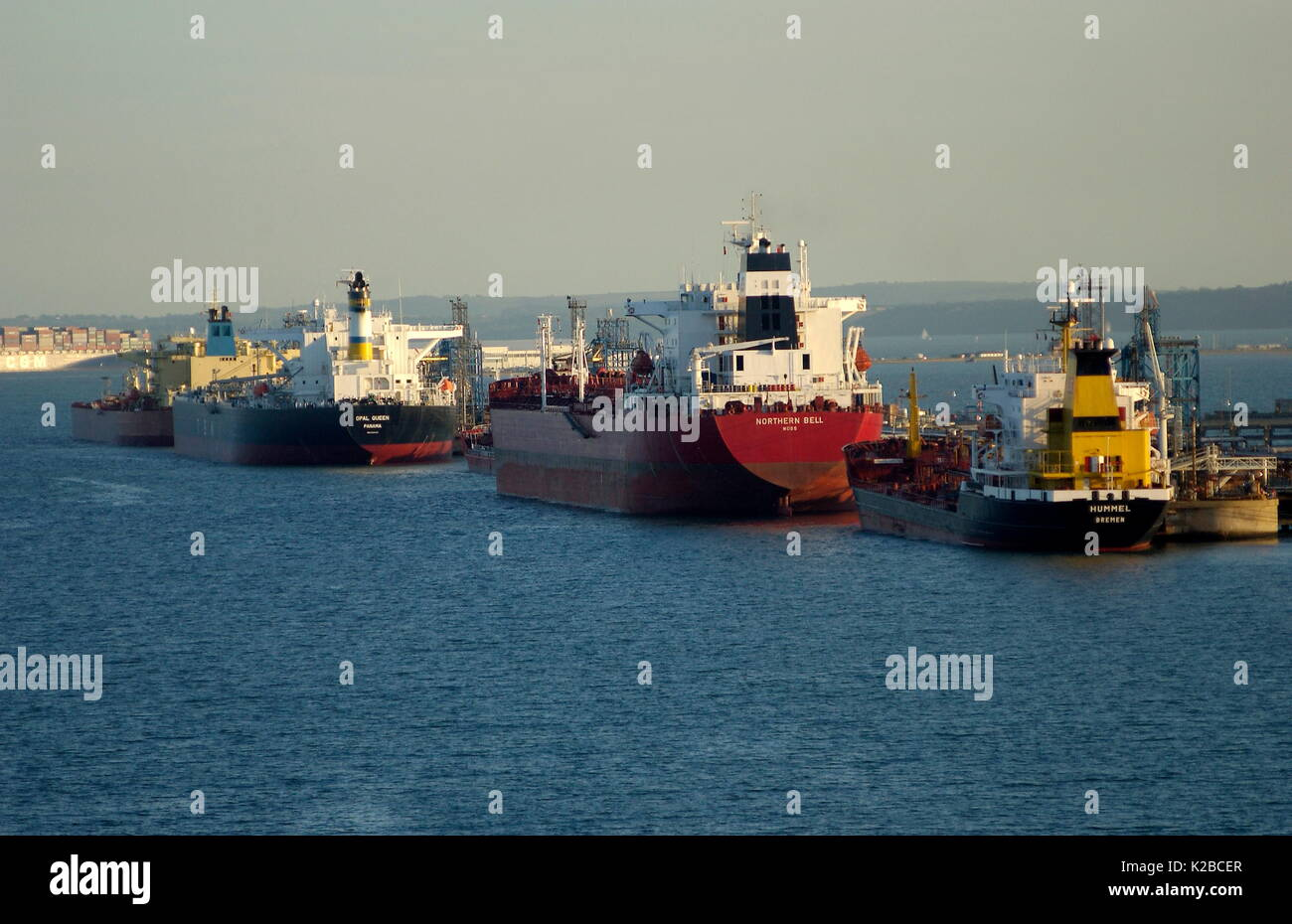 AJAXNETPHOTO. ENGLAND - OIL TANKERS DISCHARGING AT OIL REFINERY TERMINAL. PHOTO:JONATHAN EASTLAND/AJAX REF:D61510_397 - Stock Image