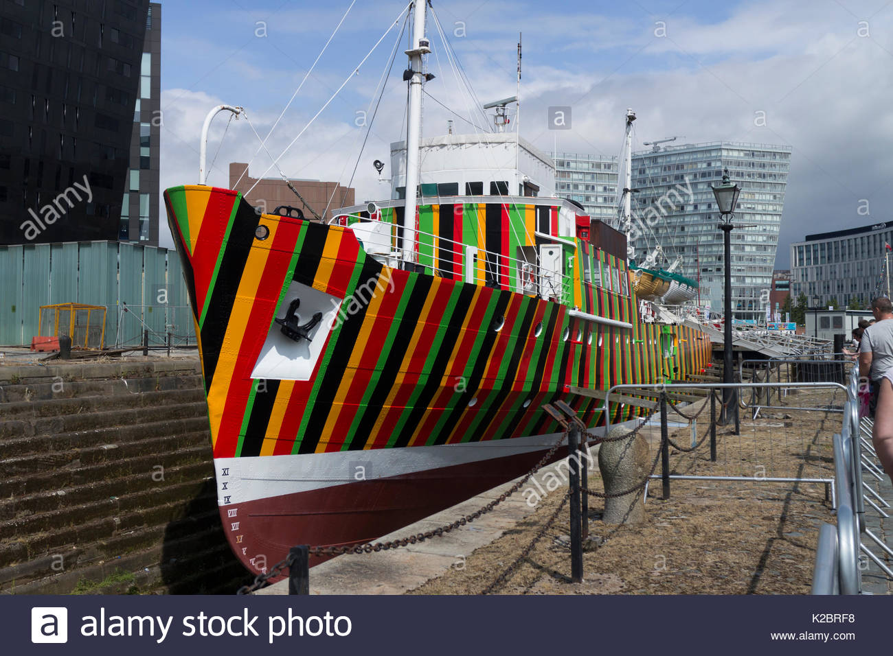 Dazzle ship and former Liverpool pilot ship 'Edmund Gardner' berthed in Liverpool Albert Dock complex as part of the Maritime museum. Painted by Venezuelan artist Carlos Gruz Diez. Liverpool, Merseyside, England, UK. June 2014. - Stock Image