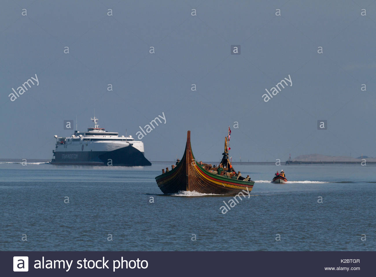 Draken Harald Harfagre (Dragon Harald Fairhair), the largest Viking ship built in modern times, arriving to have her mast repaired. River Mersey, Merseyside, United Kingdom, July 2014. All non-editorial uses must be cleared individually. - Stock Image