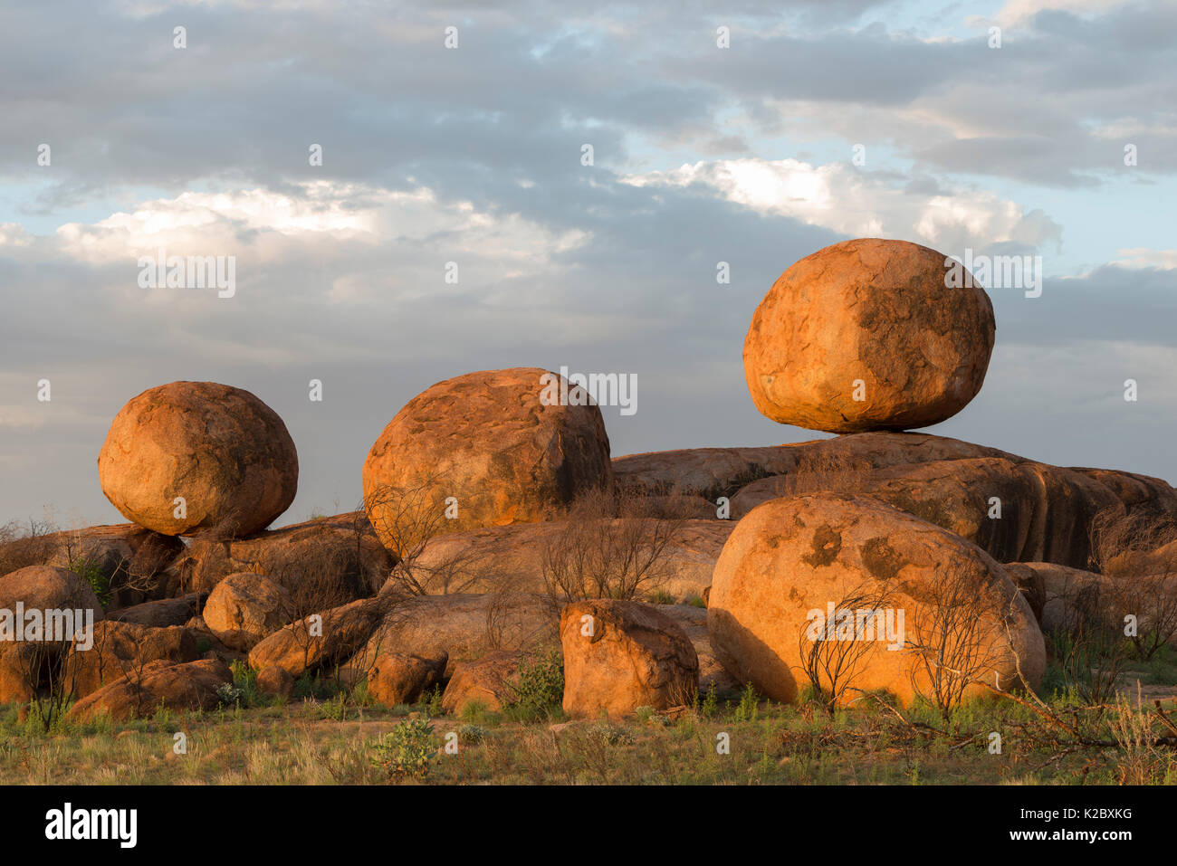 Devils marbles, granite boulders formed millions of years ago, Devils Marbles Conservation Reserve, Northern Territory, Australia. - Stock Image