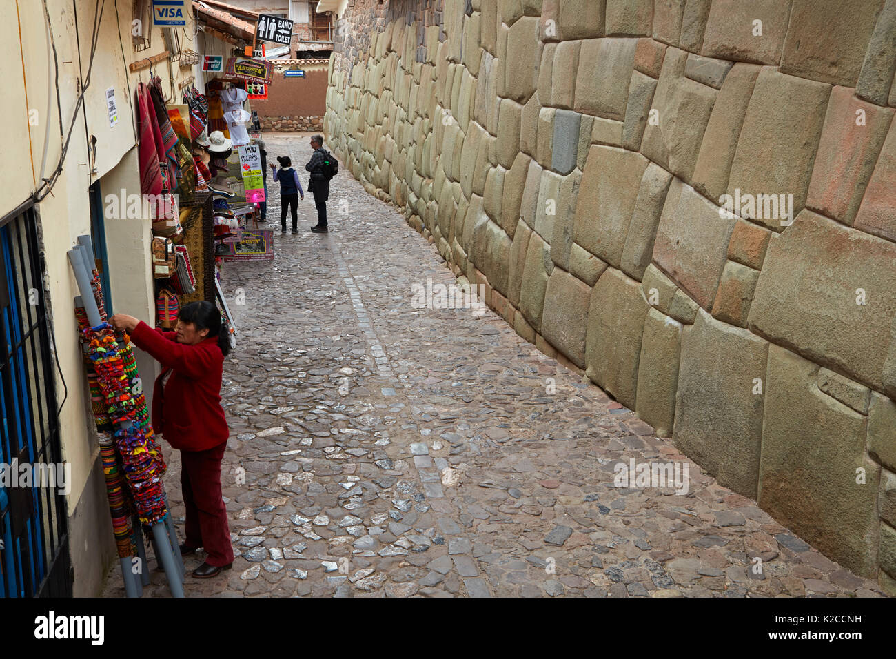 Historic Inca stonework and oturist shops, Inca Roca, Cusco, Peru, South America - Stock Image