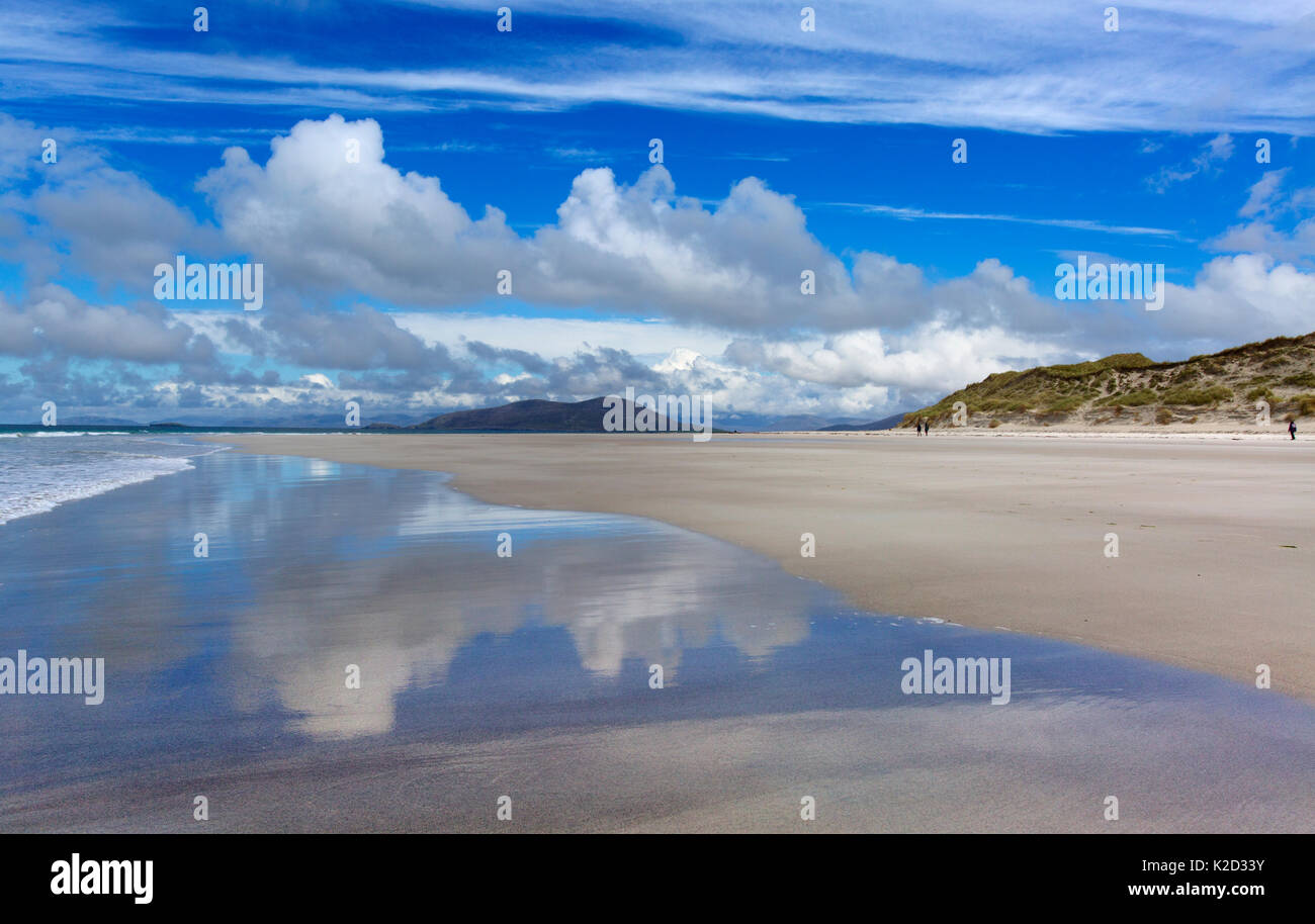 Beach and sea at low tide, Traigh Lar, North Uist, Hebrides, Scotland, UK, June 2015. - Stock Image