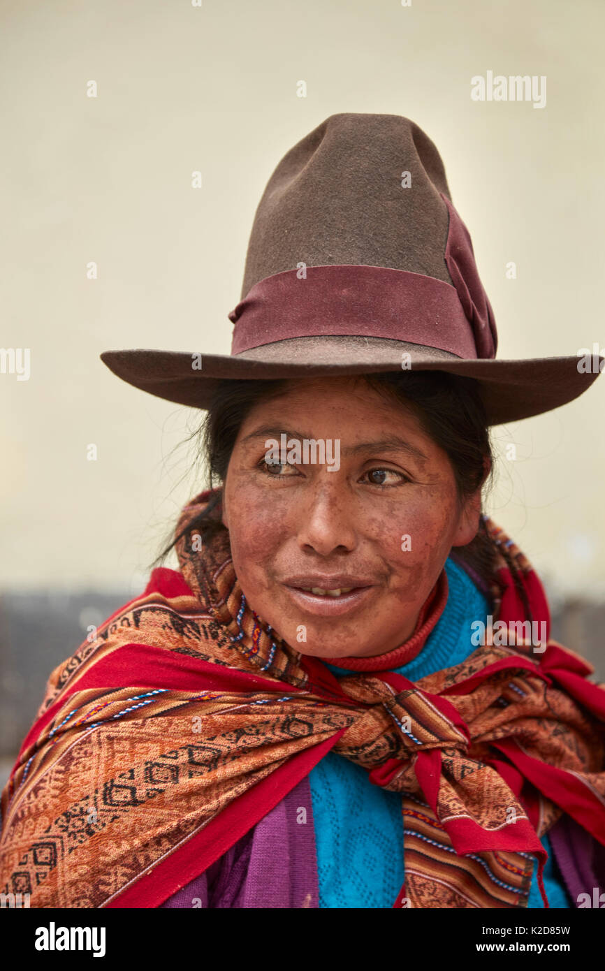 Indigenous Peruvian Woman In Traditional Costume Cusco Peru South Stock Photo Alamy