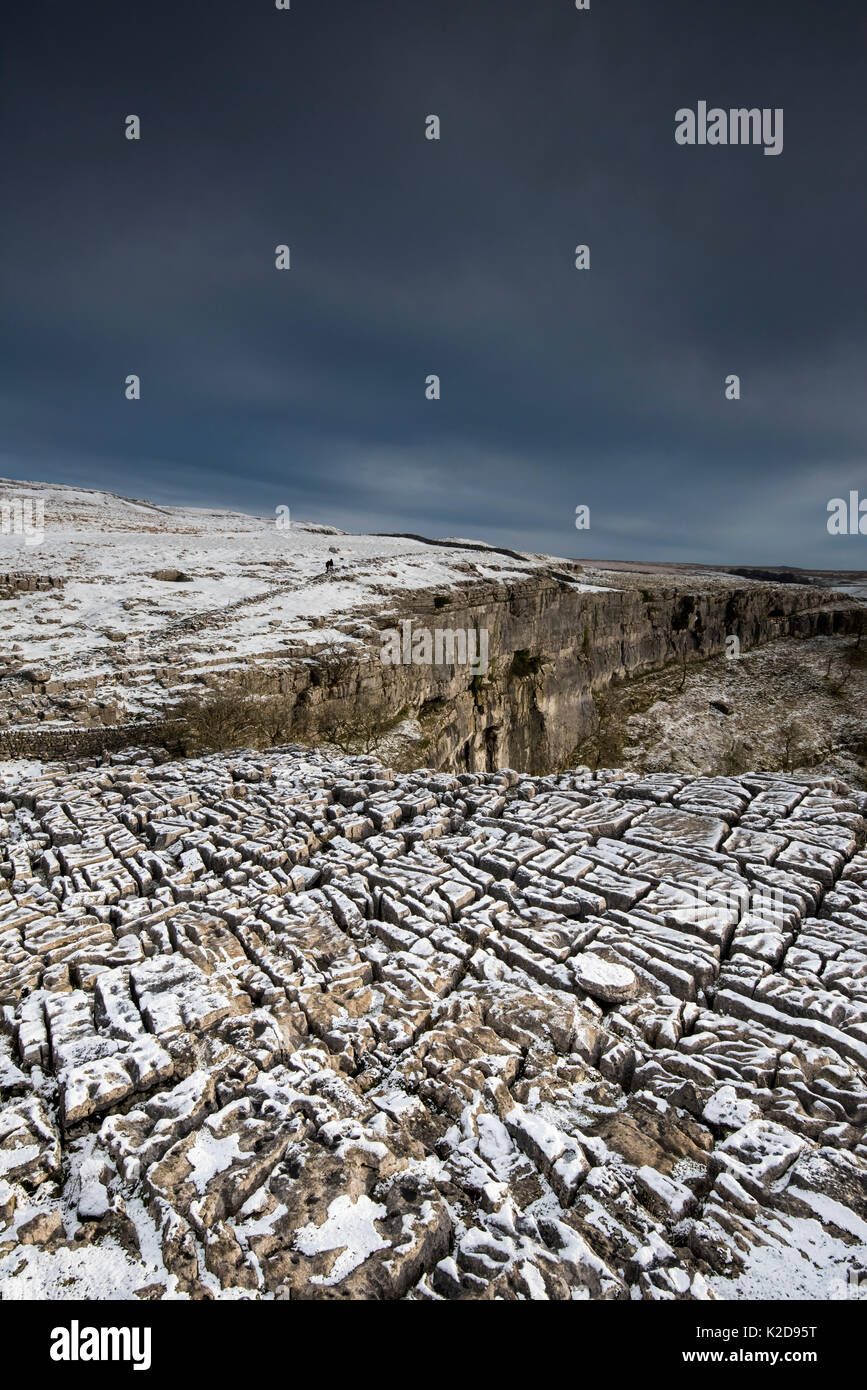 Carboniferous Limestone pavement above Malham Cove, with light dusting of snow, Yorkshire, UK.  January 2014 Stock Photo