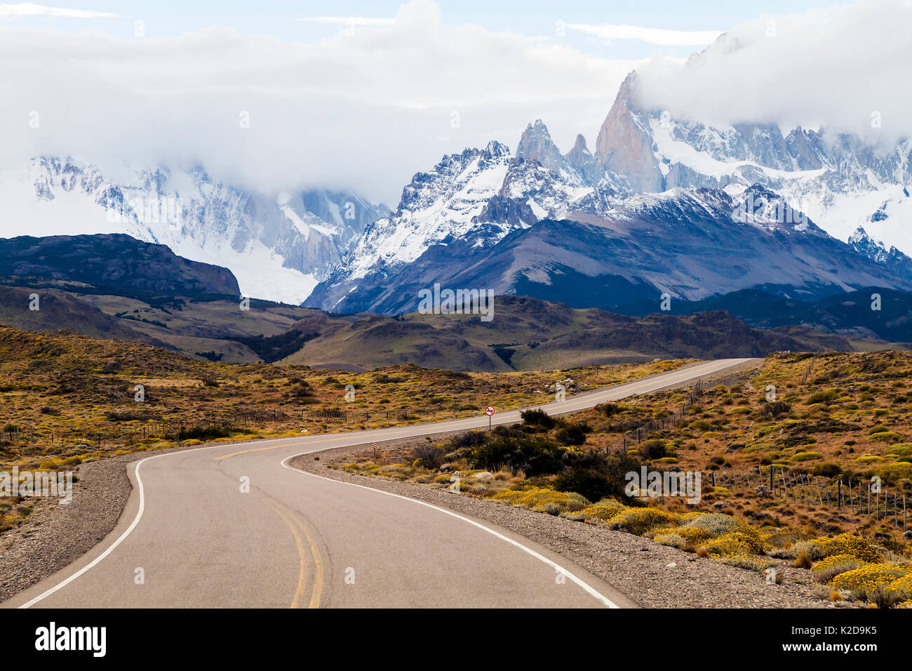 Route 40 in the Patagonian steppe, Argentina, approaching El Chalten and the Fitzroy Mountains, January 2014. - Stock Image