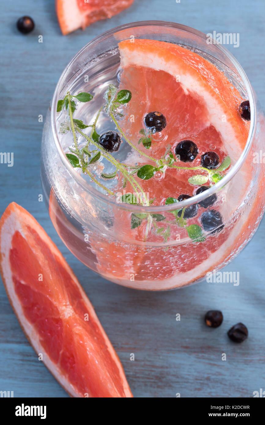 Grapefruit and Juniper Berries Gin and Tonic - Stock Image