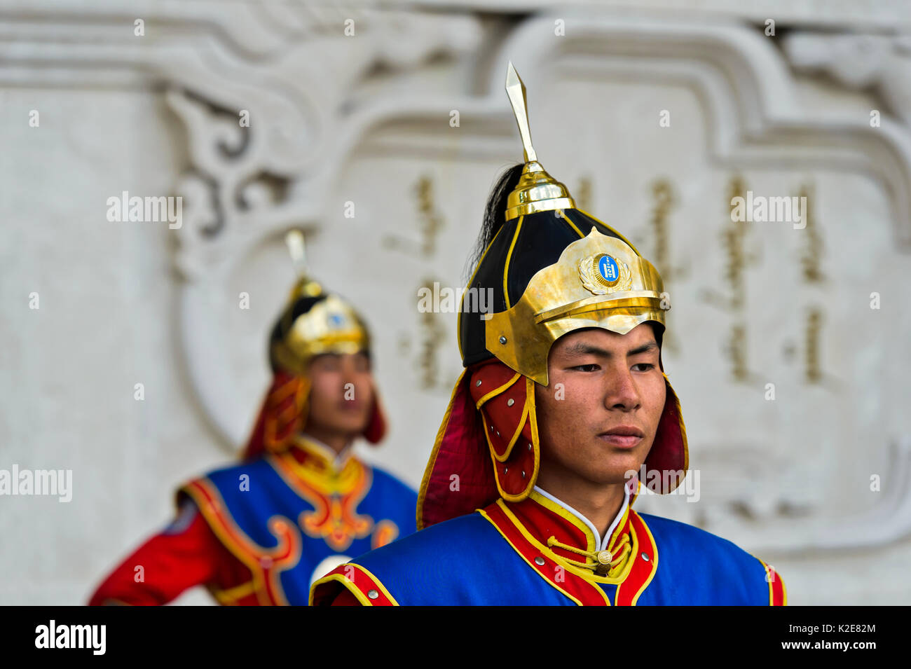 Guardian of the Mongolian armed forces in traditional uniforms in front of the Dschingis-Khan monument at the parliament - Stock Image