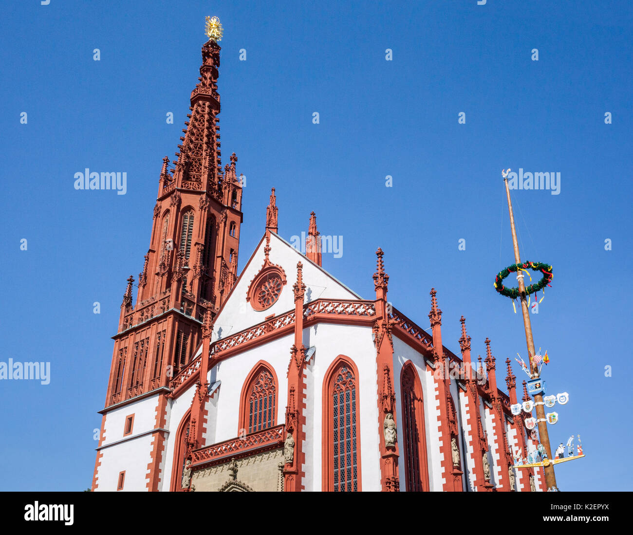 Germany, Bavaria, Franconia, Maibaum (Maypole) at the 14th century Marienkapelle (St. Mary's) Gothic church on Würzburg's market square - Stock Image