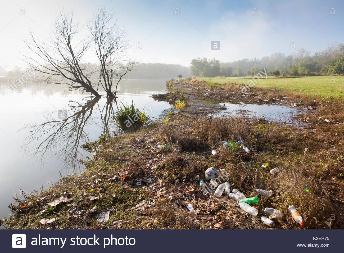Rubbish on the shore of the Anacostia River, Washington DC. USA, October 2013. - Stock Image