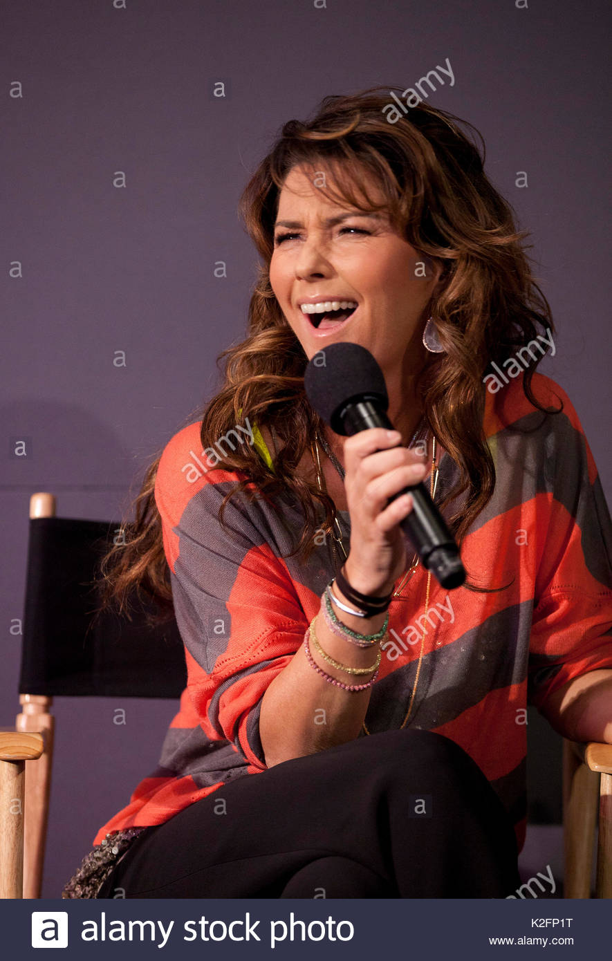Hosts meet stock photos hosts meet stock images page 7 alamy apple store hosts meet the author shania twain from m4hsunfo