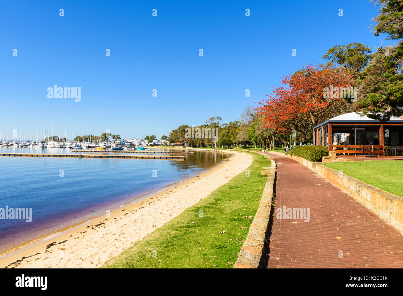 Riverside path and beach along the Matilda Bay Reserve on the Swan River at Crawley, Perth, Western Australia - Stock Image
