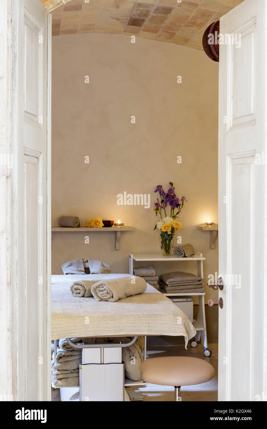 Treatment room at spa in luxury hotel - Stock Image